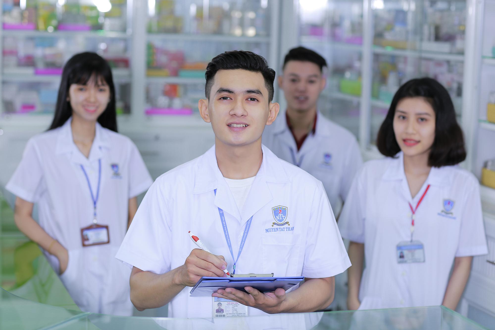 Học thêm văn bằng 2 cao đẳng dược để tăng cơ hội việc làm